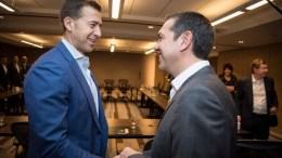 Ο πρωθυπουργός Αλέξης Τσίπρας με τον Αλέξη Γιαννούλια. Φωτογραφία ΑΠΕ-ΜΠΕ