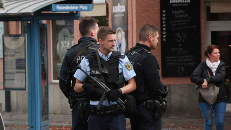 German police officers.  EPA, THOMAS POEPPEL / DEDINAG