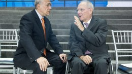 Secretary General of the Organization of Economic Cooperation and Development Jose Angel Gurria (L) and German Finance Minister Wolfgang Schauble (R) at IMF Headquarters in Washington, DC, USA. EPA, MICHAEL REYNOLDS