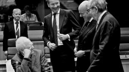 From left to right: Mr Wolfgang SCHAUBLE, German Federal Minister for Finance; Mr Jeroen DIJSSELBLOEM, President of the Eurogroup; Mr Luis DE GUINDOS JURADO, Spanish Minister for Economic Affairs and Competitiveness; Mr Pier Carlo PADOAN, Italian Minister for Economic Affairs and Finance. Copyright: European Union