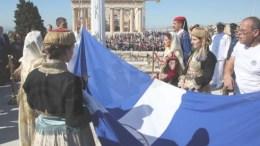 Εύζωνας της Προεδρικής Φρουράς ανεβάζει τη σημαία στον ιστό της στην Ακρόπολη στην τελετή του εορτασμού για την 73η επέτειο από την απελευθέρωση της Αθήνας από τους Γερμανούς το 1944, Πέμπτη 12 Οκτωβρίου 2017. ΑΠΕ - ΜΠΕ/Αλέξανδρος Μπελτές