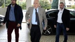 File Photo: Ο υπουργός Οικονομίας και Ανάπτυξης Δημήτρης Παπαδημητρίου (Κ) προσέρχεται για συνάντηση με τους θεσμούς σε κεντρικό ξενοδοχείο της Αθήνας, Πέμπτη 30 Νοεμβρίου 2017. ΑΠΕ-ΜΠΕ, ΣΥΜΕΛΑ ΠΑΝΤΖΑΡΤΖΗ