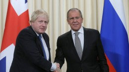 Russian Foreign Minister Sergei Lavrov (R) and Britain's Secretary of State for Foreign and Commonwealth Affairs, Boris Johnson (L) attend a news conference following their talks in the Foreign Ministry guest house in Moscow, Russia, 22 December 2017. EPA/MAXIM SHIPENKOV