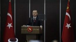 Ο Πρόεδρος της Τουρκίας, Ρετζέπ Ταγίπ Ερντογάν κατά τη διάρκεια γεύματος σε ξενοδοχείο της Κομοτηνής, την Παρασκευή 8 Δεκεμβρίου 2017. Στη Θράκη βρέθηκε ο Πρόεδρος της Τουρκίας, Ρετζέπ Ταγίπ Ερντογάν, συνοδευόμενος από τη σύζυγό του Εμινέ και τα μέλη της αποστολής της τουρκικής κυβέρνησης. ΑΠΕ-ΜΠΕ, ΝΙΚΟΣ ΑΡΒΑΝΙΤΙΔΗΣ