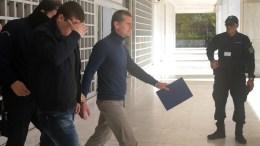 """O 38χρονος Ρώσος χάκερ Αλεξάντερ Βίνικ (Κ) που κατηγορείται για την υπόθεση """"ξεπλύματος"""" 4 δισ. δολαρίων σε bitcoins και καταζητείται από ΗΠΑ και Ρωσία εξέρχεται από τον Άρειο Πάγο,Αθήνα. Φωτογράφος ΠΑΝΤΕΛΗΣ ΣΑΪΤΑΣ"""