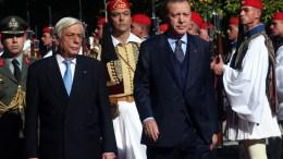 Ο Πρόεδρος της Δημοκρατίας Προκόπης Παυλόπουλος (Α) και ο Πρόεδρος της Τουρκίας Ρετζέπ Ταγίπ Ερντογάν (Recep Tayyip Erdogan) (Δ) επιθεωρούν τιμητικό άγημα Ευζώνων στην επίσημη υποδοχή του Τούρκου Προέδρου στην Αθήνα, Πέμπτη 7 Δεκεμβρίου 2017. ΑΠΕ-ΜΠΕ/ΟΡΕΣΤΗΣ ΠΑΝΑΓΙΩΤΟΥ