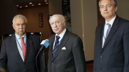 """File PHOTO: Matthew Nimetz (centre), Personal Envoy of the Secretary-General for the talks between Greece and the former Yugoslav Republic of Macedonia, speaks to journalists on the status of discussions on the """"name"""" issue between the two nations. He is flanked by Adamantios Vassilakis (left), Representative of Greece, and Zoran Jolevski, former Representative of the former Yugoslav Republic of Macedonia. UN Photo, Evan Schneider"""