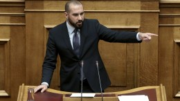 Ο κυβερνητικός εκπρόσωπος Δημήτρης Τζανακόπουλος μιλάει στην Ολομέλεια της Βουλής. ΑΠΕ-ΜΠΕ, ΣΥΜΕΛΑ ΠΑΝΤΖΑΡΤΖΗ