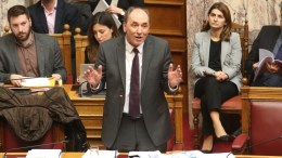 Ο υπουργός Περιβάλλοντος και Ενέργειας Γιώργος Σταθάκης μιλάει στη σημερινή συζήτηση του πολυνομοσχεδίου στη Βουλή. ΑΠΕ-ΜΠΕ/Αλέξανδρος Μπελτές