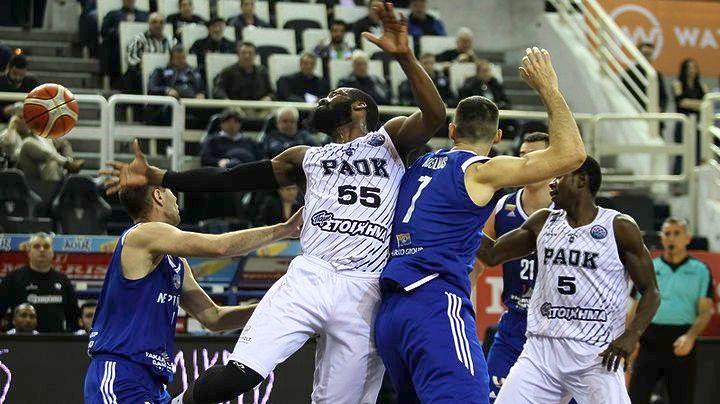 Ο παίκτης του ΠΑΟΚ Τζόουνς Λάκι (Α) που έχει τη μπάλα μαρκάρεται από τον παίκτη της Νεπτούνας Kisielius Laimonas (Δ) κατά τη διάρκεια του αγώνα ΠΑΟΚ - Νεπτούνας για την 13η αγωνιστική των ομίλων του Basketball Champions League στο PAOK SPORT ARENA στη Θεσσαλονίκη, Τετάρτη 31 Ιανουαρίου 2018. Τελικό αποτέλεσμα ΠΑΟΚ-Νεπτούνας Κλαϊπέντα 91-70. ΑΠΕ ΜΠΕ/PIXEL/ΜΠΑΡΜΠΑΡΟΥΣΗΣ ΣΩΤΗΡΗΣ