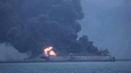 Φωτογραφία Αρχείου  A handout photo made available by the South Korean Coast Guard on 08 January 2018 shows Panama-registered tanker 'Sanchi' on fire after a collision with Hong Kong-registered freighter 'CF Crystal,' off China's eastern coast, 07 January 2018. EPA/SOUTH KOREA COAST GUARD HANDOUT -- BEST QUALITY AVAILABLE -- HANDOUT EDITORIAL USE ONLY/NO SALES --ALTERNATIVE CROP-- HANDOUT EDITORIAL USE ONLY/NO SALES