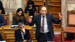 Ο υπουργός Περιβάλλοντος και Ενέργειας Γιώργος Σταθάκης μιλάει στη σημερινή συζήτηση του πολυνομοσχεδίου. ΑΠΕ-ΜΠΕ/Αλέξανδρος Μπελτές