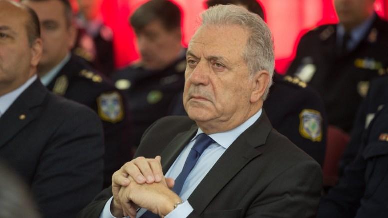 """Στη δυνατότητα επίτευξης συμφωνίας για την αναθεώρηση του ευρωπαϊκού συστήματος ασύλου, αναφέρθηκε σε συνέντευξή του στην αυστριακή εφημερίδα """"Die Presse"""", ο Ευρωπαίος Επίτροπος Δ. Αβραμόπουλος. ΑΠΕ ΜΠΕ/ΥΠΟΥΡΓΕΙΟ ΠΡΟΣΤΑΣΙΑΣ ΤΟΥ ΠΟΛΙΤΗ/STR"""