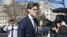Attorney Alex Van Der Zwaan walks into the Washington field office of the FBI for processing before offering his plea at the Federal courthouse to making false statements to federal investigators in Washington, DC, USA, 20 February 2018. Van Der Zwaan, the son-in-law of an Ukrainian-Russian oligarch, is the latest target in Special Counsel Robert Mueller's investigation into Russian interference in US presidential elections. EPA, JIM LO SCALZO