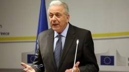 Ο Επίτροπος Μετανάστευσης, Εσωτερικών Υποθέσεων και Ιθαγένειας της Ε.Ε. Δημήτρης Αβραμόπουλος μιλάει κατά την διάρκεια της συνέντευξης Τύπου που παραχώρησε στο γραφείο της Αντιπροσωπείας της Ευρωπαϊκής Επιτροπής στην Αθήνα , για το θέμα της Novartis, Παρασκευή 9 Φεβρουαρίου 2018. ΑΠΕ-ΜΠΕ, ΟΡΕΣΤΗΣ ΠΑΝΑΓΙΩΤΟΥ