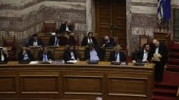 Ο πρωθυπουργός Αλέξης Τσίπρας (2Δ) συνομιλεί με τον πρόεδρο της Βουλής Νίκο Βούτση (Δ) στη συζήτηση και ψηφοφορία επί της προτάσεως της κυβερνητικής πλειοψηφίας για τη συγκρότηση επιτροπής προκαταρκτικής εξέτασης για την υπόθεση NOVARTIS, στην Ολομέλεια της Βουλής, Τετάρτη 21 Φεβρουαρίου 2018. ΑΠΕ-ΜΠΕ, ΑΛΕΞΑΝΔΡΟΣ ΒΛΑΧΟΣ