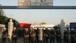 File Photo: Δυνάμεις της αστυνομίας έξω από την πύλη Ε7 στο λιμάνι του Πειραιά ΑΠΕ-ΜΠΕ, Ορέστης Παναγιώτου