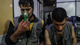 Affected 'White Helmet' volunteers receive treatment after a gas attack on al-Shifunieh village, in Eastern Ghouta, Syria, 25 February 2018 (issued 26 February 2018).  EPA, MOHAMMED BADRA
