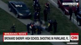 Στιγμιότυπο από την μεταφορά των θυμάτων σε νοσοκομειακά αυτοκίνητα.  Φωτογραφία via CNN