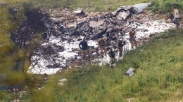 Israeli soldiers inspect the remains of an Israel F-16 that was crashed after get hit by Syrian anti-aircraft systems Syrian next to the northern Israeli Kibbutz of Harduf, 10 February 2018. EPA, ANCHO GOSH ISRAEL OUT