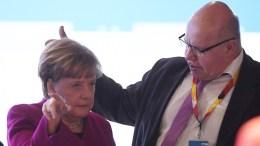FILE PHOTO. German Chancellor Angela Merkel (L) and Peter Altmaier (R), designated Economy Minister, chat. EPA, CLEMENS BILAN