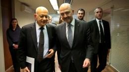 Ο επίτροπος Pierre Moscovici, αρμόδιος για τις Οικονομικές και τις Δημοσιονομικές Υποθέσεις, την Φορολογία και τα Τελωνεία συναντάται με τον υπουργό Οικονομίας και Ανάπτυξης, Δημήτρη Παπαδημητρίου. FILE PHOTO. ΑΠΕ-ΜΠΕ, ΟΡΕΣΤΗΣ ΠΑΝΑΓΙΩΤΟΥ