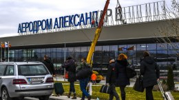 """Workers remove the letters of the sign """"Alexandar the Great"""" on the airport building near capital of Skopje. EPA, GEORGI LICOVSKI"""