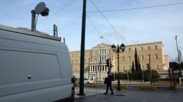 Δύο βαν με κεραίες κινητής τηλεφωνίας είναι σταθμευμένα στην πλατεία Συντάγματος στο πλαίσιο των ετοιμασιών για το αυριανό συλλαλητήριο που διοργανώνουν Παμμακεδονικές οργανώσεις στην πλατεία Συντάγματος για το θέμα της ονομασίας της ΠΓΔΜ, Αθήνα, Σάββατο 3 Φεβρουαρίου 2018.  ΑΠΕ-ΜΠΕ/,Αλέξανδρος Μπελτές