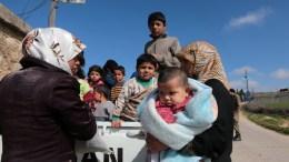 Εκατοντάδες οικογένειες εγκαταλείπουν την Αφρίν.EPA, STR
