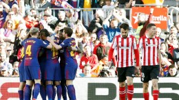 FC Barcelona's players (L) celebrate after scoring a goal against Athletic de Bilbao during the Spanish Primera Division soccer match between Barcelona and Athletic de Bilbao at Camp Nou stadium, in Barcelona, Catalonia, Spain, 18 March 2018. EPA,Alberto Estevez