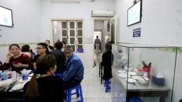 "File Photo: Το εστιατόριο Bun Cha Huong Lien ήδη είναι γνωστό ως ""Bun Cha του Ομπάμα"", παραπέμποντας στο πιάτο που ο Ομπάμα είχε παραγγείλει κατά τη διάρκεια μιας επίσκεψής του το 2016. EPA, LUONG THAI LINH"