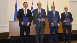 FILE PHOTO. Οι υπουργοί Ενέργειας της Κύπρου, Γιώργος Λακκοτρύπης (Α) , της Ελλάδας, Γιώργος Σταθάκης (2Α), του Ισραήλ Γιουβάλ Στάινιτς (2Δ) και ο πρέσβης της Ιταλίας στην Κύπρο, Αντρέα Καβαλάρι (Δ). ΑΠΕ-ΜΠΕ , Α. Βικέτος