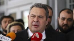 Ο υπουργός Εθνικής Άμυνας Πανος Καμμένος μιλάει στα μέσα μαζικής ενημέρωσης έξω από τα δικαστήρια Θεσσαλονίκης. Αθώο έκρινε το Μονομελές Πλημμελειοδικείο Θεσσαλονίκης τον υπουργό Άμυνας Πάνο Καμμένο, για την υπόθεση της δημόσιας προτροπής μετά από ομιλία του στη ΔΕΘ προς τους κατοίκους της Χαλκιδικής να λιντσάρουν τον πρώην δήμαρχο Αριστοτέλη, Χρήστο Πάχτα, τον Σεπτέμβριο του 2013. Θεσσαλονίκη, Δευτέρα 19 Μαρτίου 2018 ΑΠΕ ΜΠΕ, PIXEL