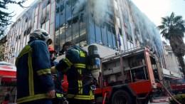 Μεγάλη πυρκαγιά ξέσπασε στο κτίριο όπου στεγάζεται η Β' ΔΟΥ της Λάρισας στο κέντρο της πόλης, Σάββατο 3 Μαρτίου 2018. ΑΠΕ-ΜΠΕ, ΑΠΟΣΤΟΛΗΣ ΝΤΟΜΑΛΗΣ