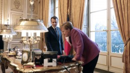 French President Emmanuel Macron (L) and German Chancellor Angela Merkel meet at the Elysee presidential Palace in Paris, France. EPA, LUDOVIC MARIN, POOL MAXPPP OUT