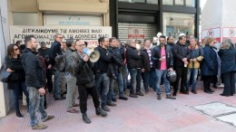 "File Photo: Εργαζόμενοι του MEGA έξω από το ΕΣΡ πριν την απόφαση για ""μαύρο"" στον σταθμό ΑΠΕ-ΜΠΕ, Παντελής Σαίτας"