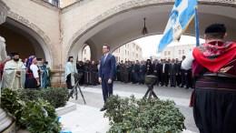 Ο πρόεδρος της Νέας Δημοκρατίας Κυριάκος Μητσοτάκης (Κ), κατέθεσε στεφάνι μετά την παρέλαση στην Ρόδο, κατά τη διάρκεια του επίσημου εορτασμού για την Ενσωμάτωση της Δωδεκανήσου στην Ελλάδα, Τετάρτη 7 Μαρτίου 2018. ΑΠΕ-ΜΠΕ, ΓΡΑΦΕΙΟ ΤΥΠΟΥ ΝΔ, ΔΗΜΗΤΡΗΣ ΠΑΠΑΜΗΤΣΟΣ