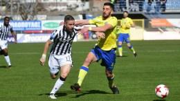 Ο παίκτης του Αστέρα Τρίπολης Τριαντάφυλλος Πασαλίδης (Δ), διεκδικεί την κατοχή της μπάλας από τον παίκτη του ΠΑΟΚ Δημήτρη Πασαλίδη (Α), κατά τη διάρκεια του αγώνα ποδοσφαίρου Αστέρας Τρίπολης - ΠΑΟΚ για την 24η αγωνιστική του πρωταθλήματος της Super League, στο γήπεδο «Θεόδωρος Κολοκοτρώνης», Τρίπολη, Κυριακή 4 Μαρτίου 2018. ΑΠΕ-ΜΠΕ, ΚΩΣΤΑΣ ΚΟΛΛΙΝΤΖΟΓΙΑΝΝΑΚΗΣ