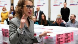 File Photo: Η Ξένια Σομπτσάκ κατά τη διάρκεια της ρωσικής προεκλογικής περιόδου EPA, MAXIM SHIPENKOV