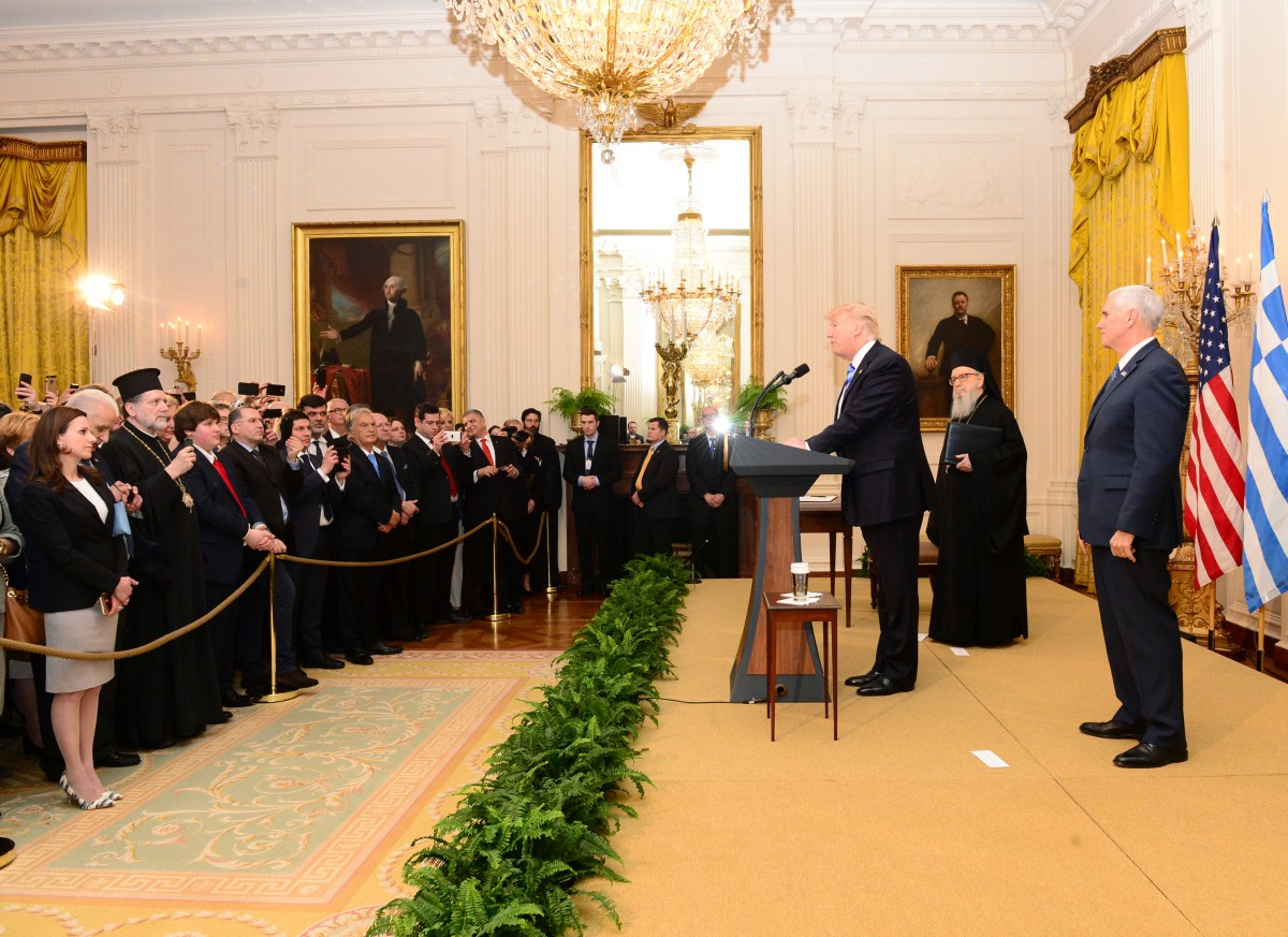 Μία σημαντική εκδήλωση: Ο Τραμπ και η Μελάνια υποδέχονται τους ομογενείς στο Λευκό Οίκο