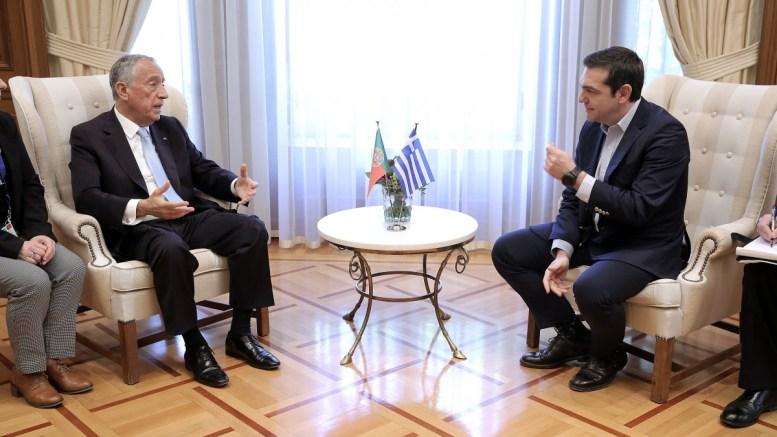 Ο πρωθυπουργός Αλέξης Τσίπρας (Δ) μιλάει με τον Πορτογάλο Πρόεδρο Μαρτσέλο Ρεμπέλο ντε Σόουζα (Α) κατά τη συνάντησή τους στο Μέγαρο Μαξίμου, Αθήνα, Τρίτη 13 Μαρτίου 2018. ΑΠΕ-ΜΠΕ, ΣΥΜΕΛΑ ΠΑΝΤΖΑΡΤΖΗ