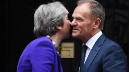 British Prime Minister Theresa May (L) welcomes President of the European Council Donald Tusk (R) to 10 Downing Street in London, Britain, 01 March 2018. EPA, ANDY RAIN