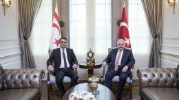 """Ο Τούρκος πρωθυπουργός Γιλντιρίμ με τον παράνομο ψευτο-""""πρωθυπουργό"""" Ερχουμάν στην Άγκυρα. Φωτογραφία via Twitter  @TC_Basbakan"""