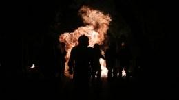 File Photo: Κουκουλοφόροι πετούν βόμβες μολότοφ σε άντρες των ΜΑΤ κατά τη διάρκεια επεισοδίων. ΑΠΕ-ΜΠΕ, ΟΡΕΣΤΗΣ ΠΑΝΑΓΙΩΤΟΥ