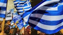 Οι Ελληνικές σημαίες κυματίζουν στο συλλαλητήριο της ομογένειας για την Μακεδονία στα Ηνωμένα Έθνη, στην Νέα Υόρκη, την Κυριακή 18 Μαρτίου 2018 . Φωτογραφία HellasJournal.Com, photo credits Anna Mastora.