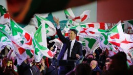 Secretary of Italian party 'Partito Democratico' (PD / Democratic Party) and former Prime Minister, Matteo Renzi (C), during the closing of the electoral campaign in Florence, Italy, 02 March 2018. General elections in Italy will be held on 04 March. EPA, MAURIZIO DEGL'INNOCENTI