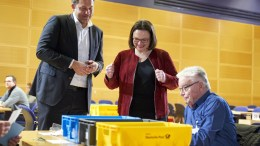Chairman of the Social Democratic Party (SPD) parliamentary group Andrea Nahles (C) and Secretary General Lars Klingbeil (L) talk to a member of the SPD while he counts votes for the government coalition agreement with the Christian Democratic Union (CDU) at the Willy-Brandt-Haus in Berlin, Germany, 03 March 2018. About 463,000 members of the SPD voted on the coalition agreement with the CDU and Christian Social Union (CSU) from 20 February to 02 March. The votes will be counted on 03 March at the SPD headquarters in Berlin and the result is expected to be announced on 04 March. EPA, HENNING SCHACHT, POOL