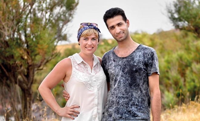 [:en]The Island of all together - Refugees and tourists talk with one another in Lesbos (video)[:el]The Island of all together - Μεταναστες και τουριστες συνομιλουν στο ντοκιμαντερ που γυριστηκε στη Λεσβο (βιντεο)[:]