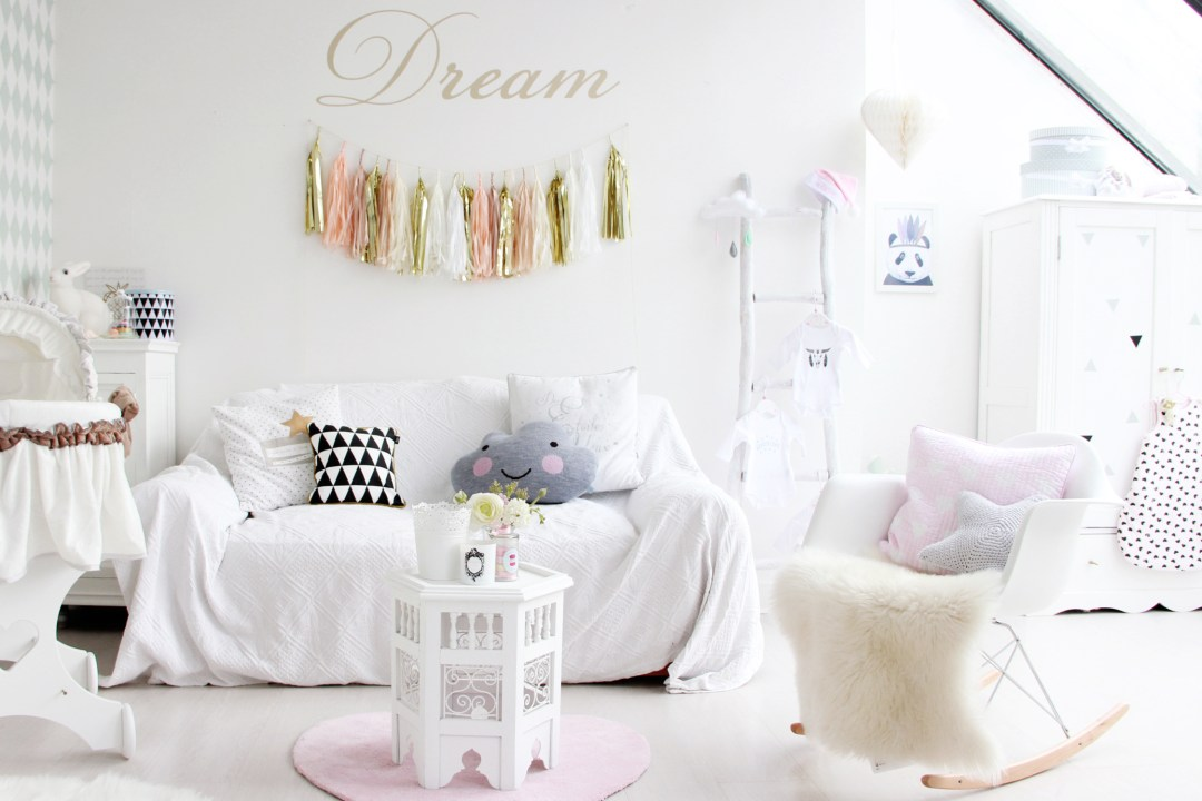 Une chambre de fille pastel for Chambre bebe cocktail scandinave