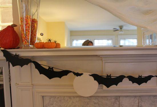 DIY Bat Garland | HelloGlow.co